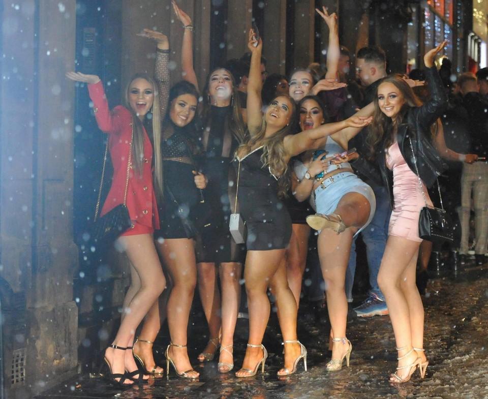 Англичане празднуют последний месяц зимы всячина