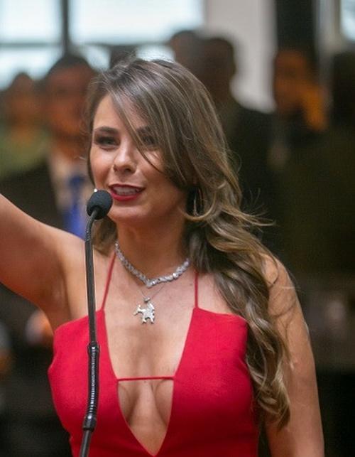 Бразильский федеральный сенатор Ана Паула да Силва удивила всех своим нарядом всячина