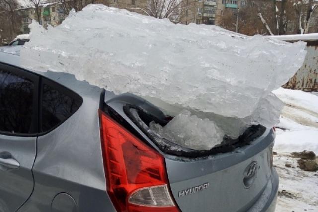 Почему не следует парковаться близко к зданиям во время оттепели? всячина