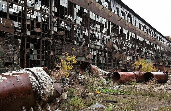 Почему и главное как легендарный автозавод ЗИЛ превратился в руины