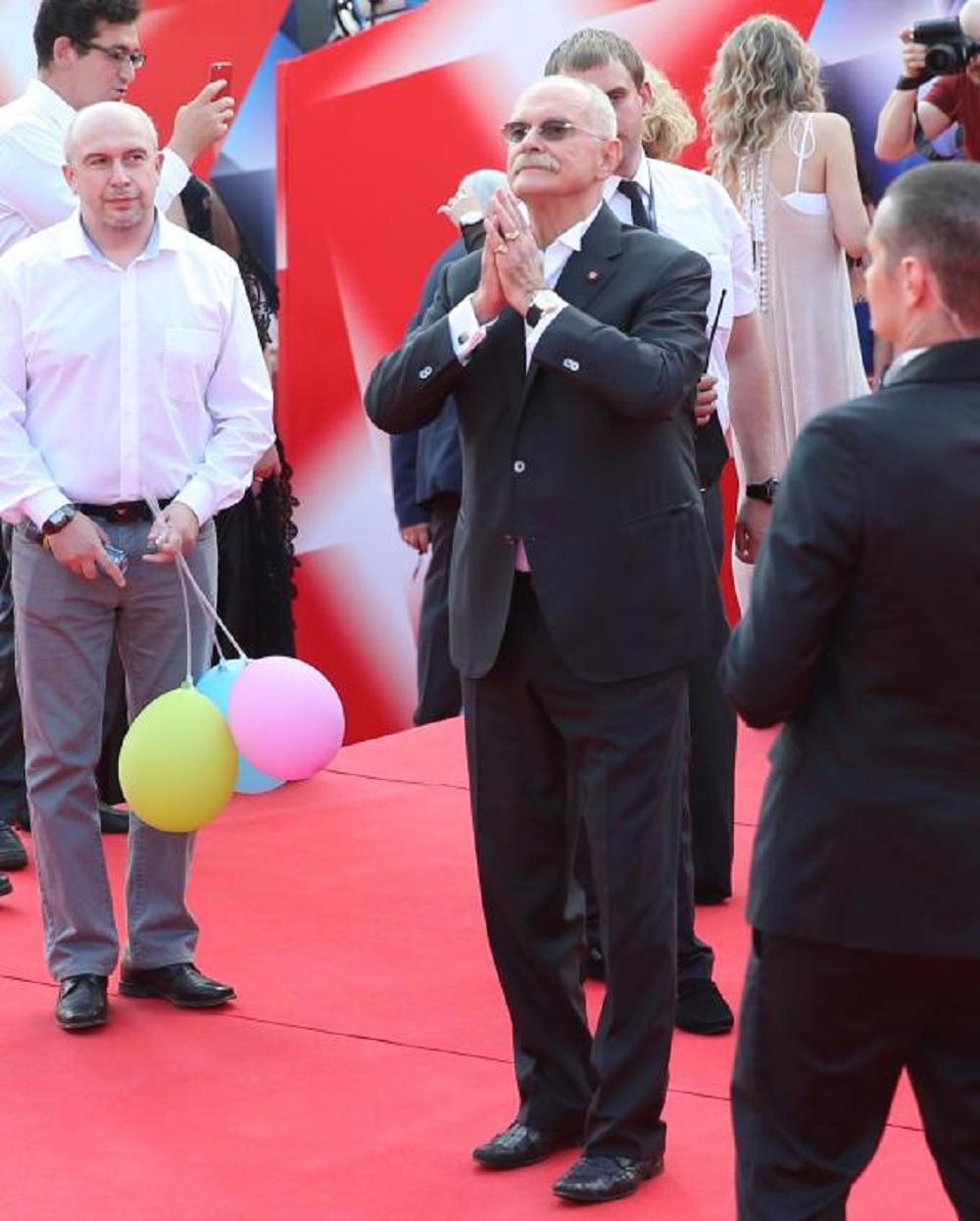 «Что эти овцы вытворяют»: Никите Михалкову не понравился новый номер резиденток Comedy Woman