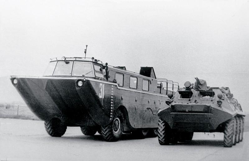 Непобедимый рекордсмен СССР : амфибия ЗИЛ-135П война и мир