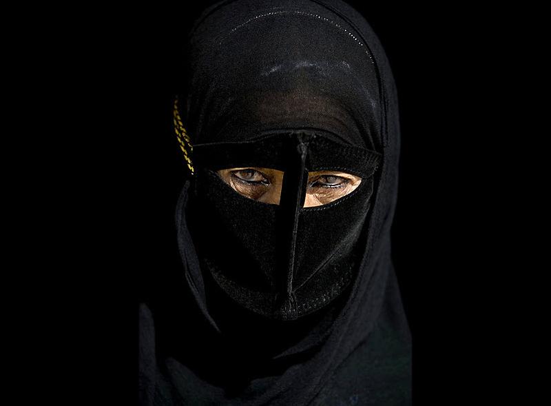 Традиционные маски у иранских женщин женщины
