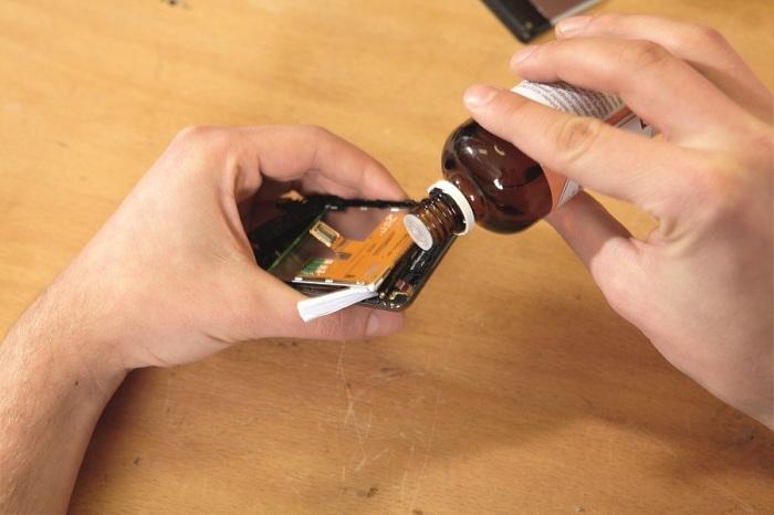 Мастера-ремонтники смартфонов разоблачили популярный «лайфхак» с просушкой гаджета рисом