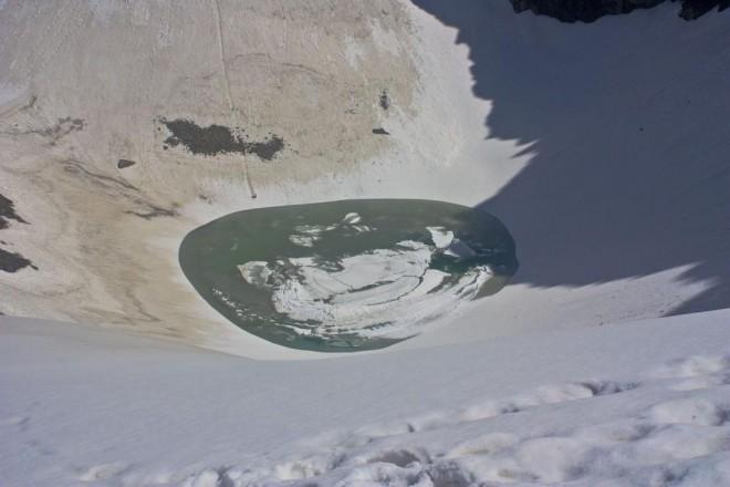 Озеро скелетов: самый опасный водоем Гималаев гималаи