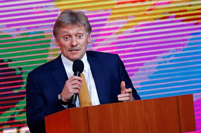 Зарплата, часы за 37 миллионов и мемуары: о чем Дмитрий Песков рассказал журналистам новости