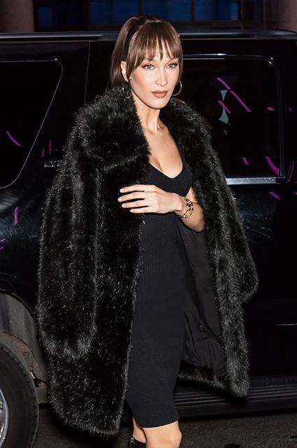 Белла Хадид в стильном образе total black на вечеринке в Нью-Йорке звездный стиль