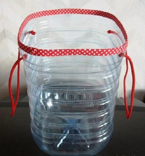 Что можно сделать из пластиковых бутылок своими руками для дачного участка, сада и огорода идеи
