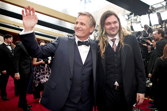В сети обсуждают сына Вигго Мортенсена Генри на церемонии Movies For Grownups Awards новости
