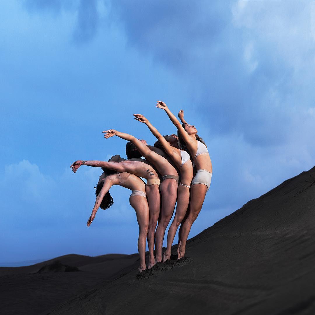 Танцы в небе фотография
