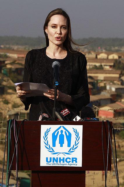 Анджелина Джоли прилетела в Бангладеш с гуманитарной миссией новости