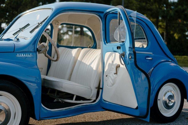 Как умирающий Renault 4CV 1958-го года превратился в прекрасного лебедя